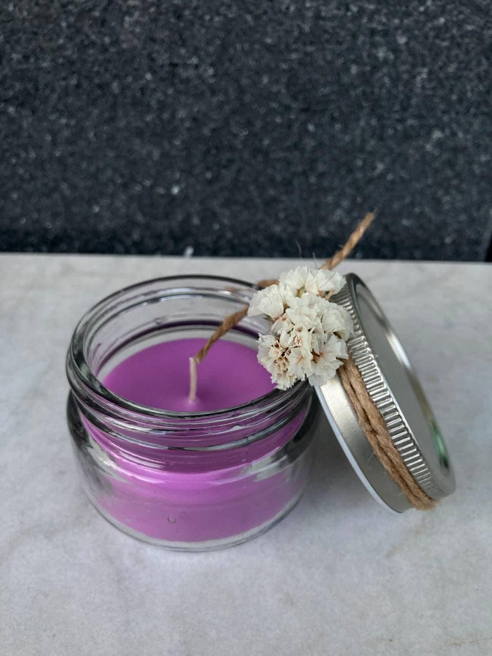 شمع  بنفش شیشه ای با گل خشک